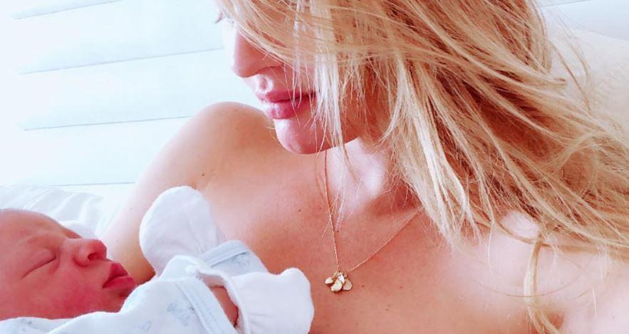 Anche gli angeli di Victoria's Secrets hanno pancia, smagliature e paure dopo il parto