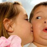 """Mononucleosi nei bambini, come si cura la """"malattia del bacio"""""""