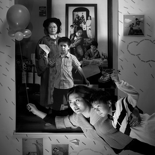 La crescita di un figlio in una sequenza potente di 10 immagini