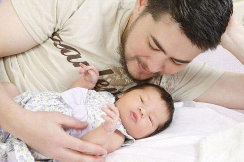 """Thomas Beatie, perché la storia del """"primo uomo che ha partorito"""" non è straordinaria"""