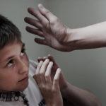 """Punizioni corporali: l'insegnamento perverso del """"ti faccio male per il tuo bene"""""""