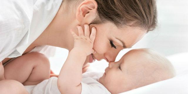 Massaggio neonatale, ecco perché è utile per bambini e genitori