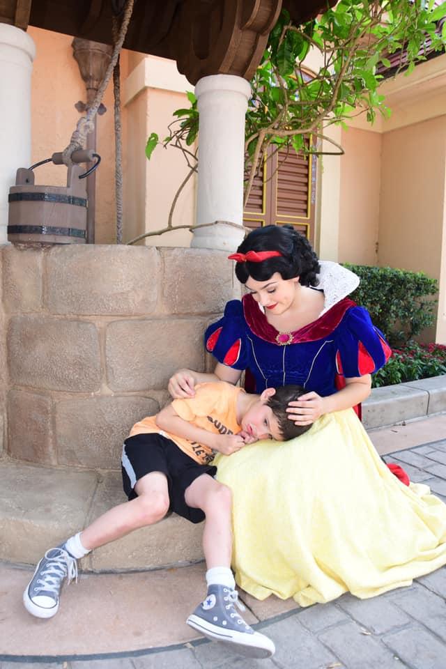 L'incontro tra il bambino autistico in crisi e Biancaneve: le parole della mamma