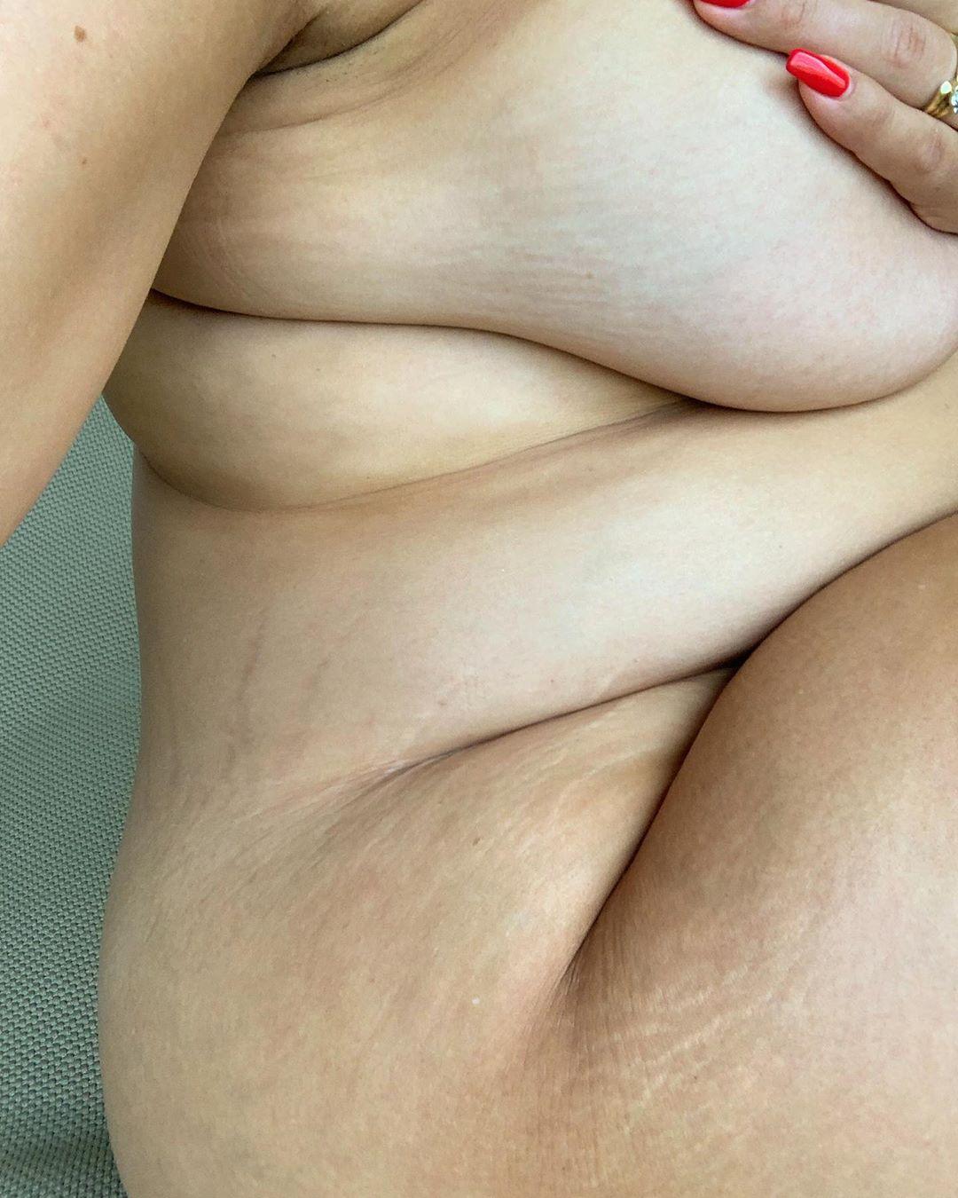 """Ashley Graham: """"Chi immaginava che avrei cambiato i pannolini anche a me stessa"""""""