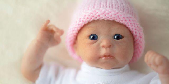 Bambole reborn: a cosa servono le bambole iperrealistiche vietate ai bambini