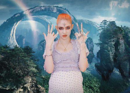 Grimes, nuda su Instagram con il pancione e il feto in trasparenza