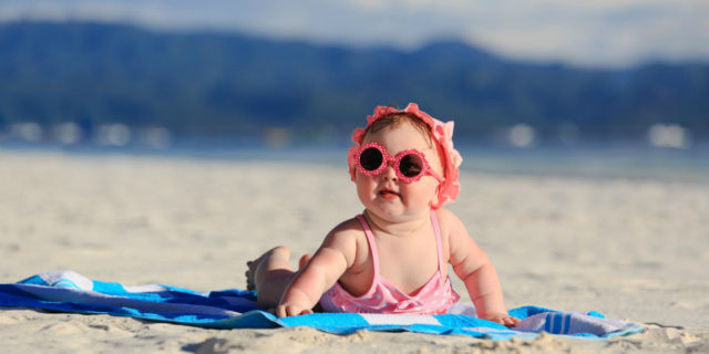 Neonati al mare: 9 consigli per organizzare la giornata perfetta in spiaggia