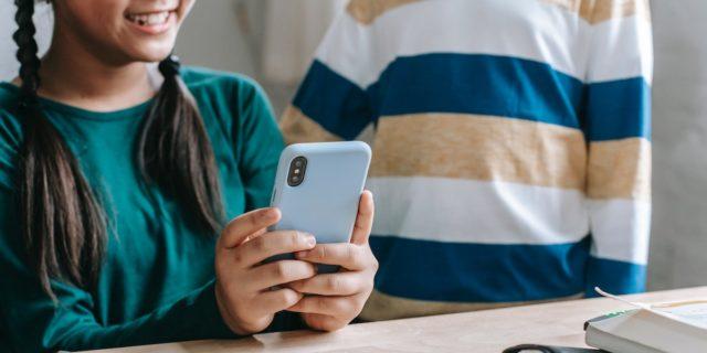 IMPORTANTE! Da leggere prima di regalare a tu* figli* minorenne uno smartphone