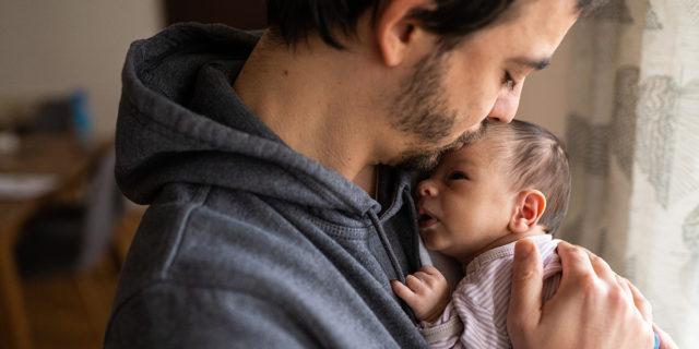 Congedo di paternità: come siamo messi (male!) in Italia