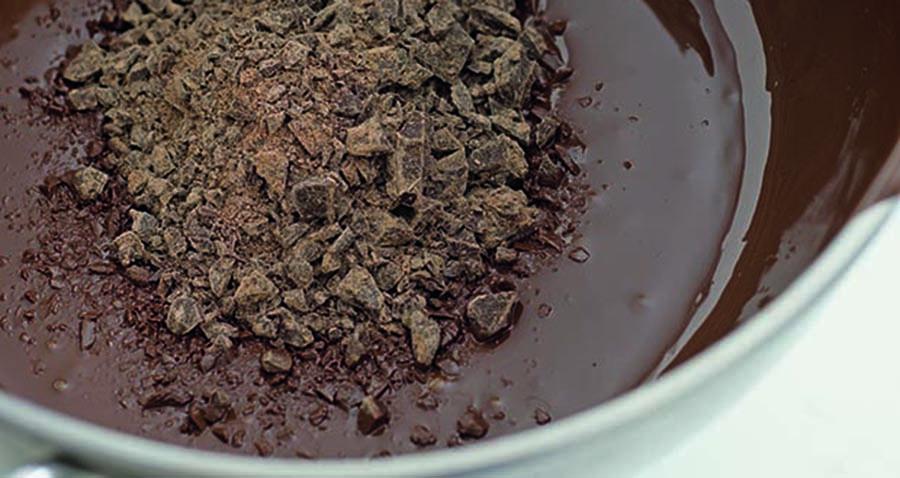 Lavorare il cioccolato 5 tecniche di base roba da donne - Lavorare in cucina ...