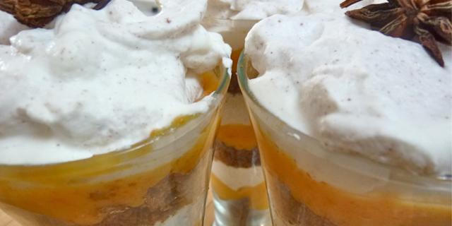 Crema di cachi e yogurt alla cannella