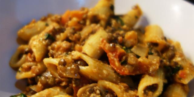 Penne di fave e farro con lenticchie ed erbe provenzali