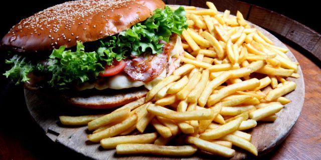 Hamburger di 1,2 kg: Se Lo Mangi Tutto Non Lo Paghi