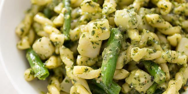 Pasta al Pesto Genovese con Patate e Fagiolini