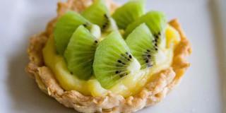 Tartellette al limone e kiwi