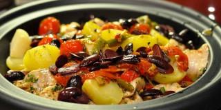 Rana pescatrice al forno con patate e pomodorini