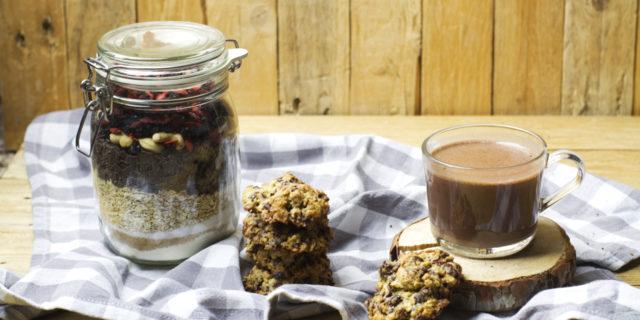 Biscotti golosi e cioccolata calda: ecco le ricette in vasetto!