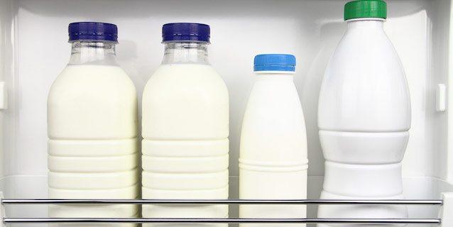 Perché non dovresti mai tenere il latte nello sportello del frigorifero