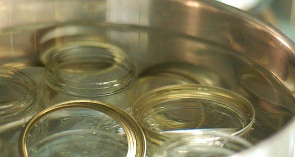 sterilizzare i vasetti di vetro in forno