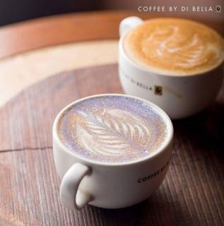 Il cappuccino e altre 18 cose che non pensavi di poter fare (e mangiare) con i glitter