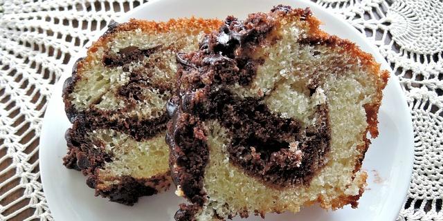 Torta variegata al cioccolato