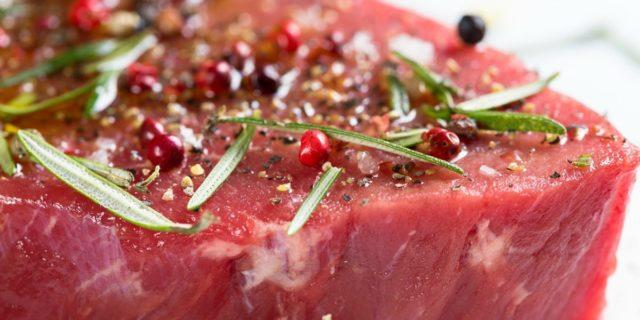 Marinare la carne: consigli per farlo al meglio