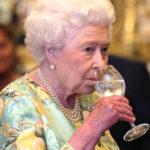 Arriva il gin della Regina: prodotto, venduto e bevuto da lei