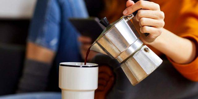 """Moka elettrica: i vantaggi di una """"sveglia"""" che ti prepara il caffè"""