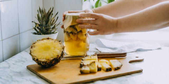 Tepache, la ricetta per preparare la bevanda messicana con ananas e... poco alcol