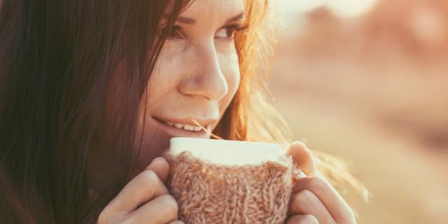 I Benefici di Bere Acqua Calda con Miele e Limone Ogni Mattina