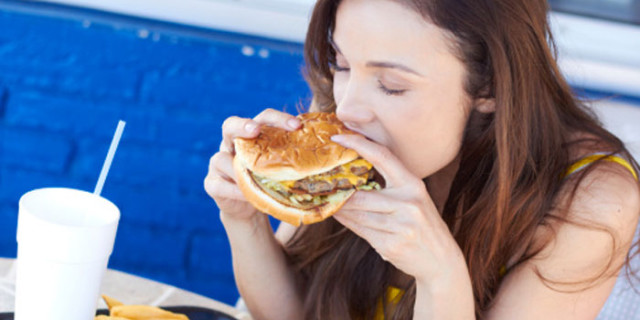Il Cibo da Fast Food Aiuta a Farsi i Muscoli