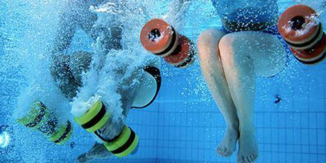Acquagym cos 39 e i benefici roba da donne for Attrezzi piscina