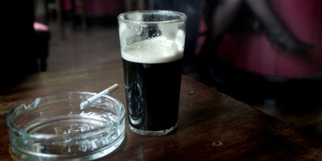cose che influenzano il ciclo consumo eccessivo di alcool e sigarette