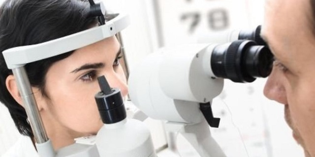 Vedere strisce o filamenti davanti agli occhi è pericoloso?