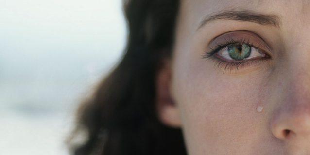 Perché piangiamo quando siamo tristi?