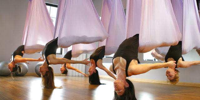 Antigravity Yoga: 4 posizioni yoga da fare con l'amaca