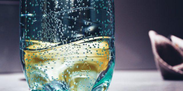 Bottiglia di acqua in plastica