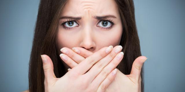 Alitosi: i rimedi per non restare a bocca chiusa