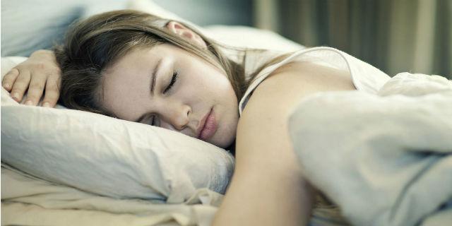 """I rischi della """"dieta della bella addormentata"""": dormire per dimenticarsi di mangiare"""