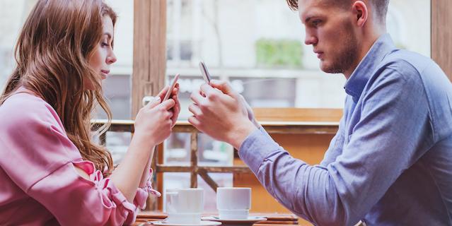 Perché alcune persone vanno in ansia se si separano dal loro smartphone