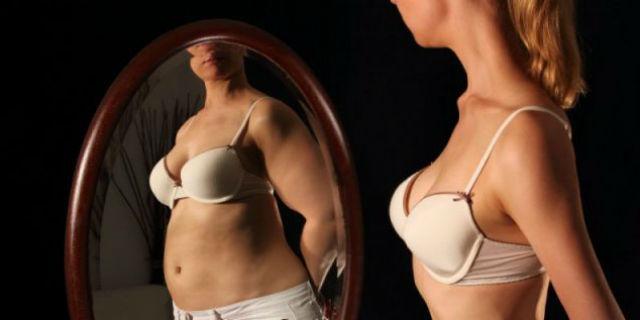 Quando l'anoressia colpisce le donne over 40 che si specchiano nelle figlie