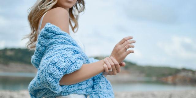 Mani gonfie al mattino o durante il giorno? Ecco da cosa potrebbe dipendere