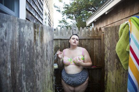 Il complesso percorso per imparare ad amarsi spogliandosi, nonostante l'obesità