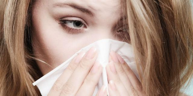 I rimedi (anche naturali) per contrastare la rinite allergica
