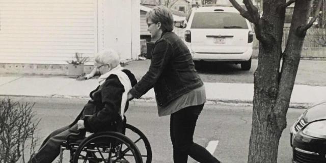 """""""Come in famiglia stiamo affrontando con il sorriso la demenza di mamma"""""""