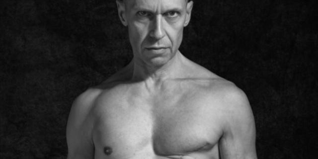 """Le cicatrici di Stefano: """"Il tumore al seno non è solo Roba da Femmine"""""""