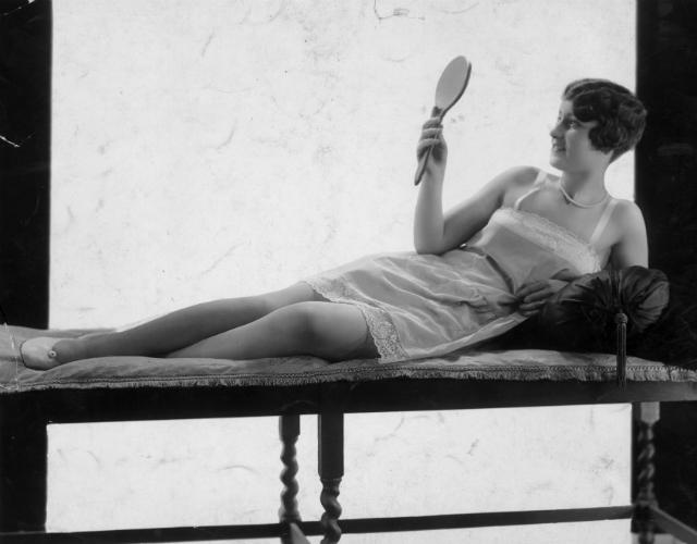 """La follia della """"Flapper Diet"""": sigarette e sedano per perdere peso"""