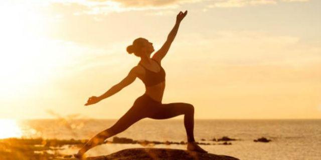 I benefici per mente e corpo dello yoga dinamico