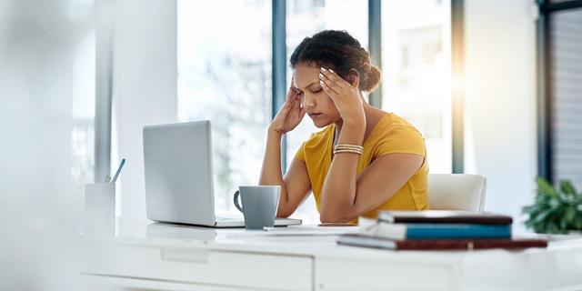 Dolore alle tempie: sintomi, cause e cure