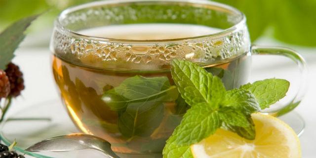 Tè alla menta: rimedio naturale per la sinusite mascellare